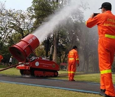 آلودگی کے خلاف انوکھا اقدام، شکر ملے پانی کا اسپرے
