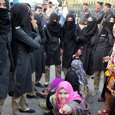 سندھ بھر میں اساتذہ کے احتجاج کا آج دوسرا روز، تدریسی عمل کا بائیکاٹ