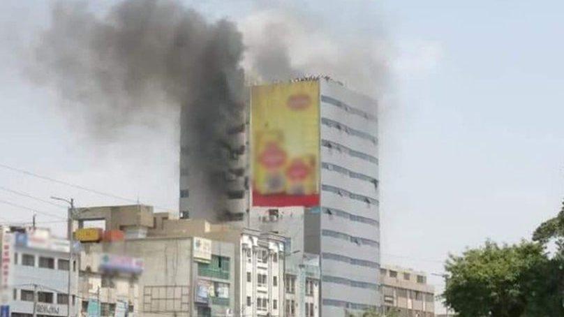کراچی کی عمارت میں آتشزدگی سے 2 افراد جاں بحق، متعدد زخمی
