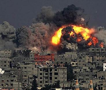 غزہ پر فضائی حملے: اسرائیلی فوج کی غزہ میں عوامی مقامات پر بمباری