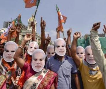 چھ سو بھارتی فنکار مودی حکومت کے خلاف میدان میں آگئے
