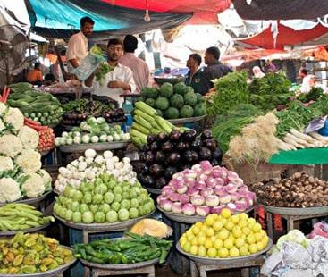 پھل و سبزیوں کی قیمتوں کو پر لگ گئے