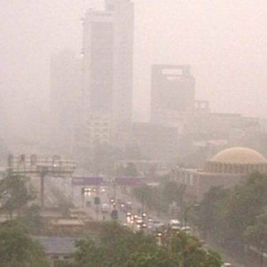کراچی کے مختلف علاقوں میں تیز گرد آلود ہواؤں کا سلسلہ جاری