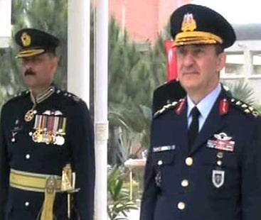 پی اے ایف پاسنگ آوٹ پریڈ، ترک کمانڈر کو سلامی