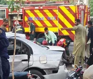 داتا دربار کے باہر خودکش حملے میں 5 اہلکاروں سمیت 8 افراد شہید، 25 زخمی