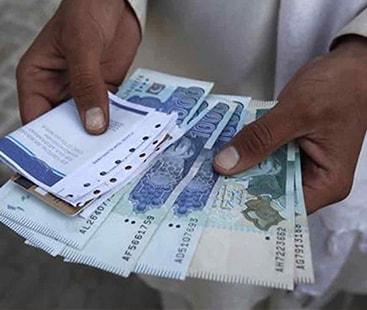 انٹر بینک میں ڈالر 14 پیسے سستا، سٹاک مارکیٹ میں 454 پوائنٹس کا اضافہ