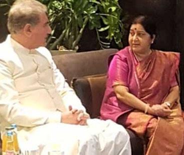 وزیر خارجہ شاہ محمود قریشی کی بھارتی ہم منصب سے غیر رسمی ملاقات