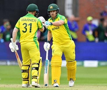 آسٹریلیا کی پاکستان کے خلاف جارحانہ بیٹنگ، 35 اوورز میں 235 رنز