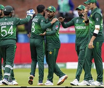 پاکستان کے خلاف آسٹریلیا کی آٹھ وکٹیں گر گئیں