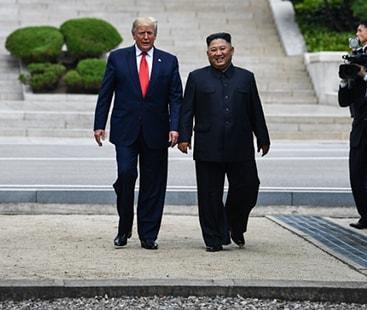 امریکی صدر ڈونلڈ ٹرمپ کا شمالی کوریا کی سرزمین پر 20 قدموں کا دورہ