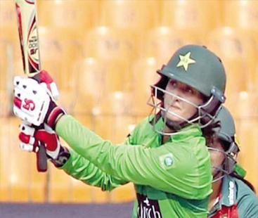 بسمہ معروف نے ویمنز ٹی ٹوئنٹی سیریزکی ٹرافی پاکستان کے نام کر دی