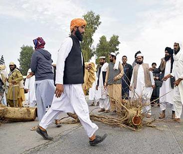 فضل الرحمان کا پلان بی، مختلف شہروں میں دھرنے جاری، ٹریفک کا نظام درہم برہم