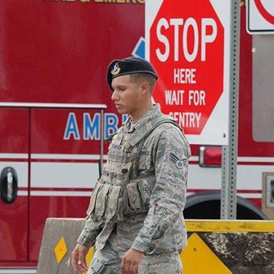امریکی فوجی نے نیوی بیس پر فائرنگ کر کے دو حکومتی اہلکاروں کو  قتل کر دیا