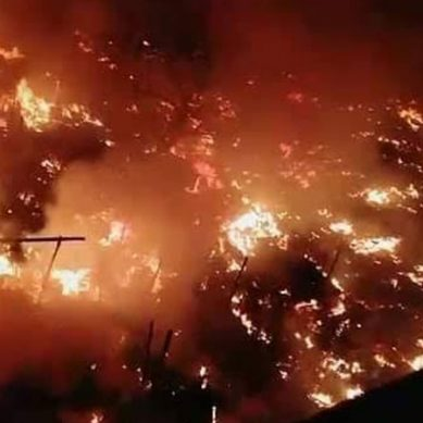 کراچی میں تين ہٹی ندی کے قریب جھگیوں میں خوفناک آتشزدگی