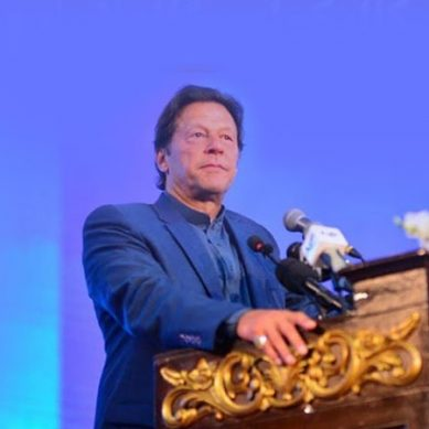 ہنر مند نوجوان پروگرام کے تحت نوجوانوں کو تعلیم اور ہنر فراہم کریں گے: وزیراعظم خان