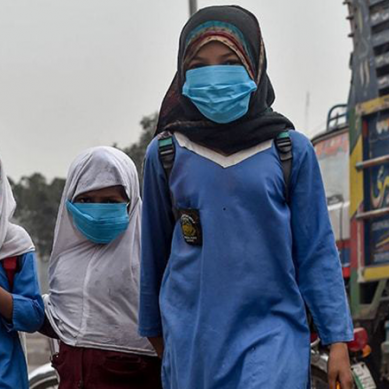 سندھ میں کورونا وائرس: عوامی اجتماعات پر پابندی، تعطیلات بڑھانے کی تجویز