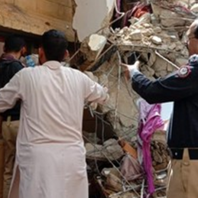 کراچی : رہائشی عمارت گرنے سے 16 افراد جاں بحق ، 36 افراد زخمی ہوگئے