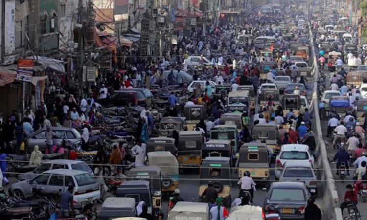 اسلام آباد اور کراچی کے بازاروں میں عوام کا رش بڑھ گیا