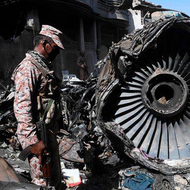 پی آئی اے طیارہ حادثہ: پائلٹس اور ایئر ٹریفک کنٹرولر ذمہ دار قرار