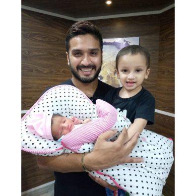 پاکستانی کرکٹر رومان رئیس کے گھر بیٹی کی پیدائش
