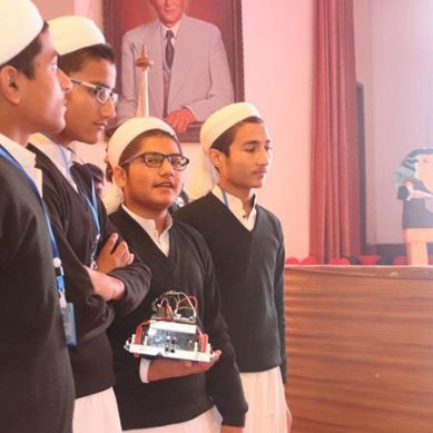 پاکستانی مدرسہ طالب علموں کی سائنسی دنیا میں بڑی کامیابی