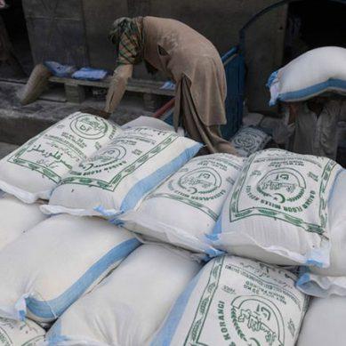 کراچی :دودھ کے بعد آٹا بھی مہنگا، عوام مہنگائی سے شدید پریشان