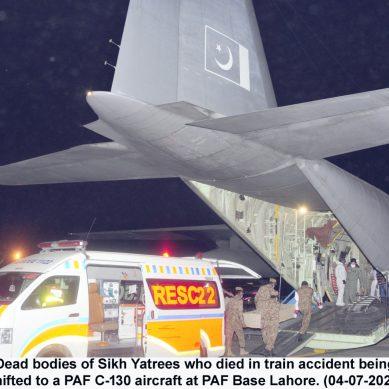 پاک فضائیہ کے سی -130 طیارے نے سِکھ یاتریوں کی میتیں  پی اے ایف بیس پشاور پہنچادیں