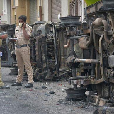 بھارت : گستاخانہ فیس بک پوسٹ پر مظاہرے، پولیس کی فائرنگ سے 3 افراد جاں بحق