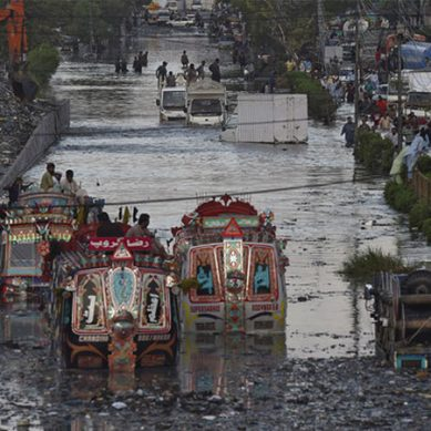 موسلادھار بارش۔۔۔۔کراچی ڈوب گیا