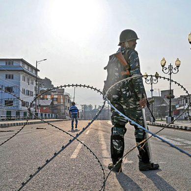 پانچ اگست : بھارت کا مقبوضہ کشمیر میں مکمل کرفیو کا اعلان