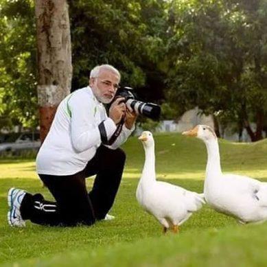 بھارتی وزیر اعظم کے فوٹوشوٹ نے مودی جی کو مزاق بنا دیا