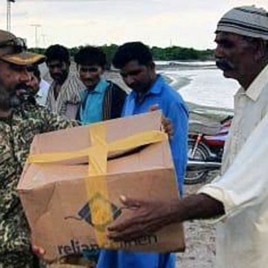 پاک بحریہ کاکراچی میں بارش سے متاثرہ علاقوں میں امدادی آپریشن جاری