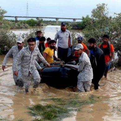 پاک بحریہ کا کراچی میں بارش سے متاثرہ علاقوں میں سرچ ، ریسکیو اینڈ ریلیف آپریشن