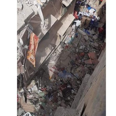 کراچی میں فیکٹری کی عمارت گرگئی ، کئی افراد ملبے تلے دب گئے