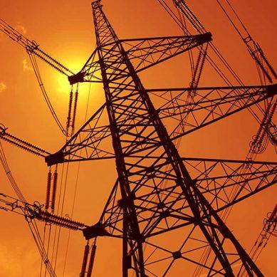 کراچی میں بجلی کا بحران کم ہونے کی کوئی توقع نہیں۔۔