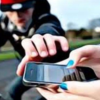 قیمتی موبائل چوری کرنے والے چور نے مالک کو موبائل واپس کیوں کیا؟؟