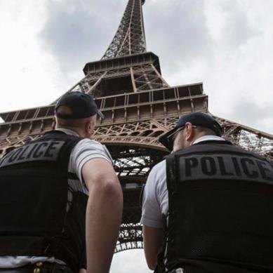 فرانس: بم کی اطلاع پر ایفل ٹاور کو خالی کرالیا گیا