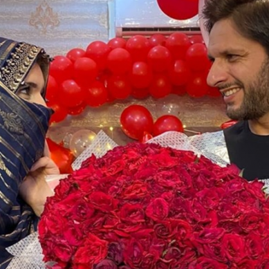 شاہد آفریدی کی شادی کو 20 سال مکمل،اہلیہ کیلئے پیاربھرا پیغام