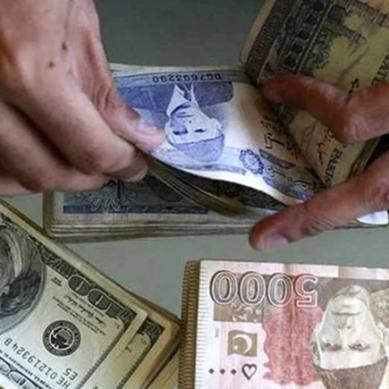پاکستانی روپے کی قدر میں بہتری ڈالر سستا ہوگیا