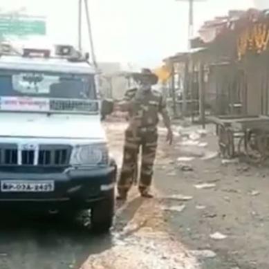 سو جا بیٹا نہیں تو۔۔۔۔۔۔بھارتی پولیس کا نرالہ انداز