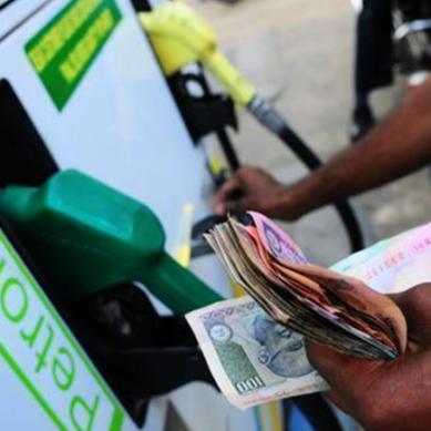 حکومت کا بڑااعلان : پیٹرول کی قیمت برقرار،ڈیزل کی قیمتوں میں اضافہ