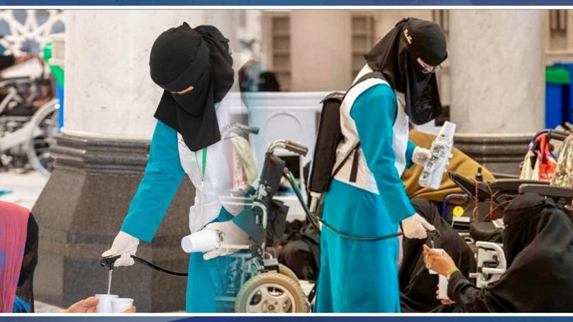 مسجد الحرام میں پہلی بار زائرین کی خدمت کے لیے خواتین کارکنان تعینات۔۔