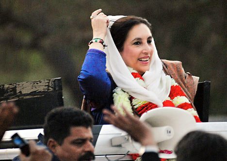 Naheed Khan suggested Benazir Bhutto to go out of sunroof: BB's Driver