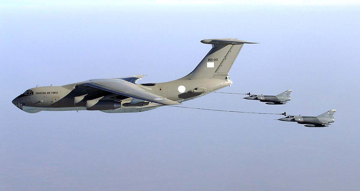 This is how planes of PAF refueled in air