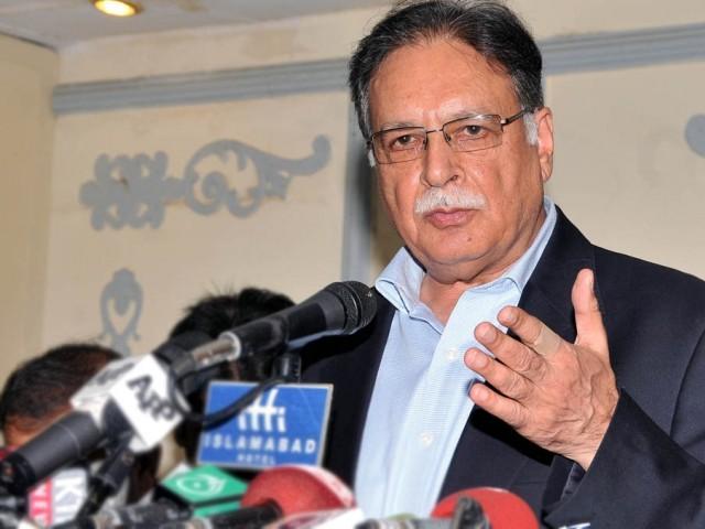 Pervez Rasheed aggressively denies to answer PM Nawaz tax related query