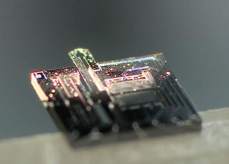 Nanotweezers to handle DNA