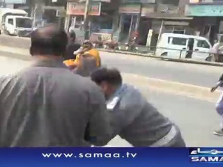 Traffic Warden Thrashes Rickshaw Driver