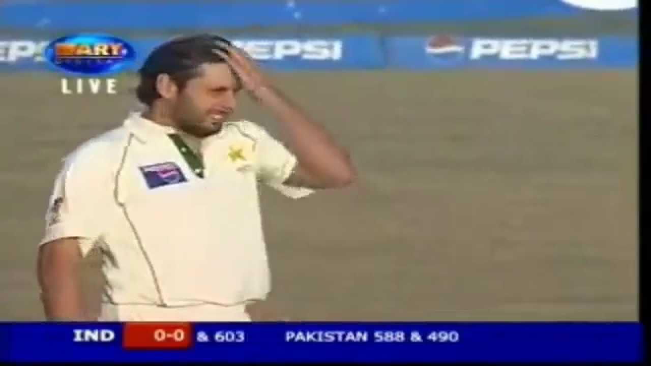 Rare Video Shahid Afridi Bowling Fast