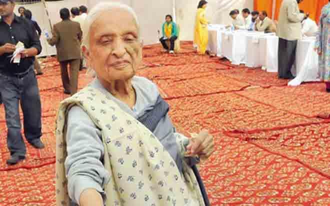 Anwar Maqsood Pays Tribute to Fatima Surayya Bajia