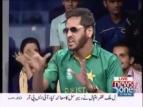 Watch Shahid Afridi's Reaction on Mathira's Dress Sense